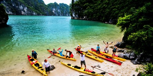Kayaking-in-Halong-Bay11