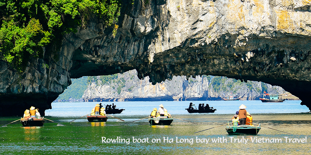 Rowling boat Ha Long bay